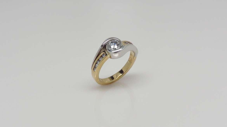 Bague or 2 tons sertie de diamants