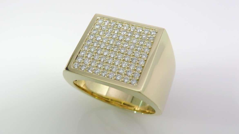Bague 10k jaune, sertis de 81 diamants de 0.015 pts pour un total de 1.21 ct