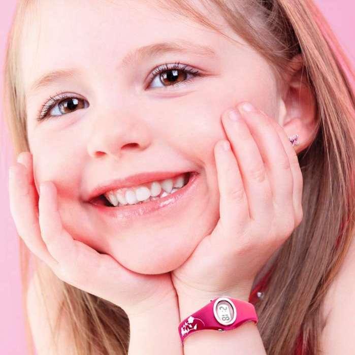 Montre et boucles d'oreilles B-fly chez Octeau Joaillier et Horloger