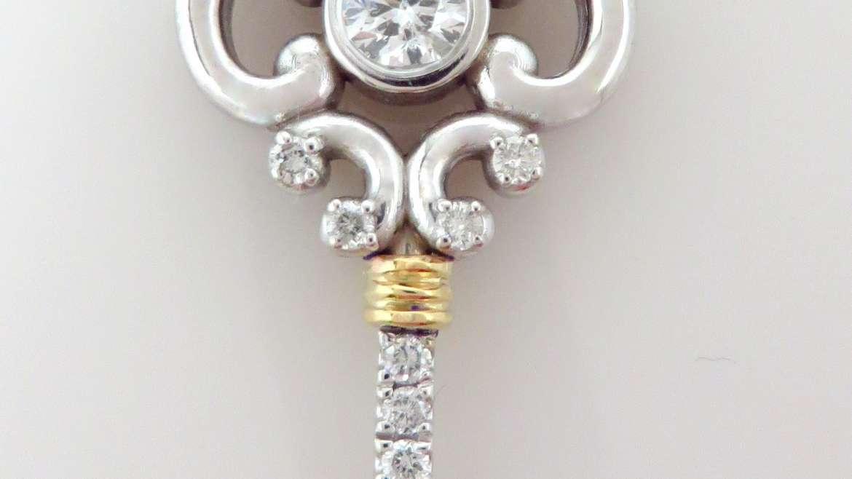 Clé or blanc et jaune 10 k sertis de diamants