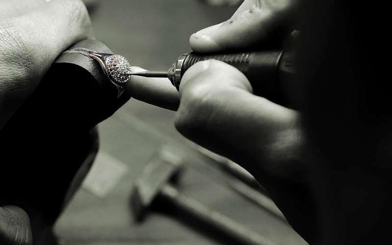 La création de bijoux, l'art de concevoir des émotions à l'ère numérique